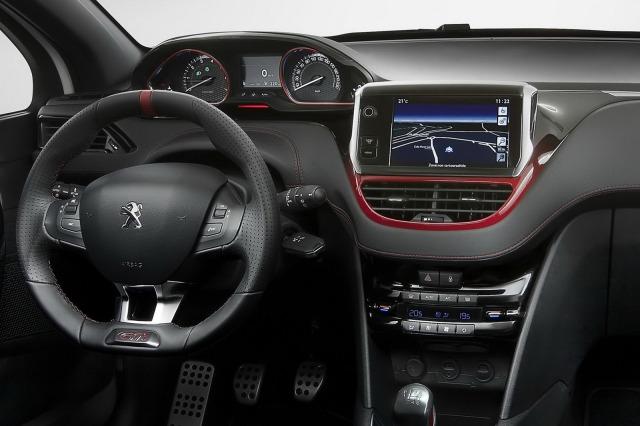 2013-Peugeot-208-GTi-132